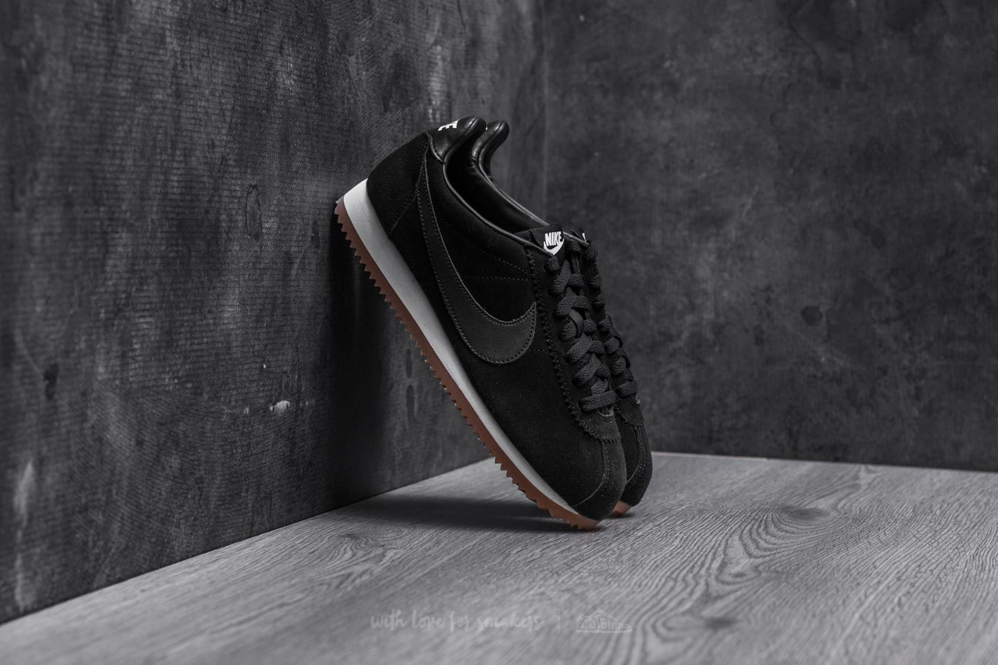 the latest 8399e 37b3b Nike Wmns Classic Cortez Suede. Black  ...