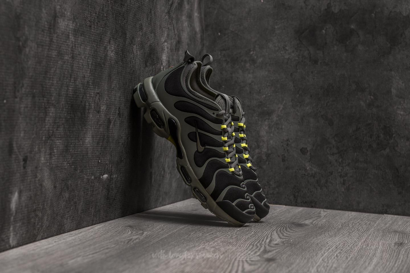 Nike Air Max Plus TN Ultra Black/ River Rock-Bright Cactus