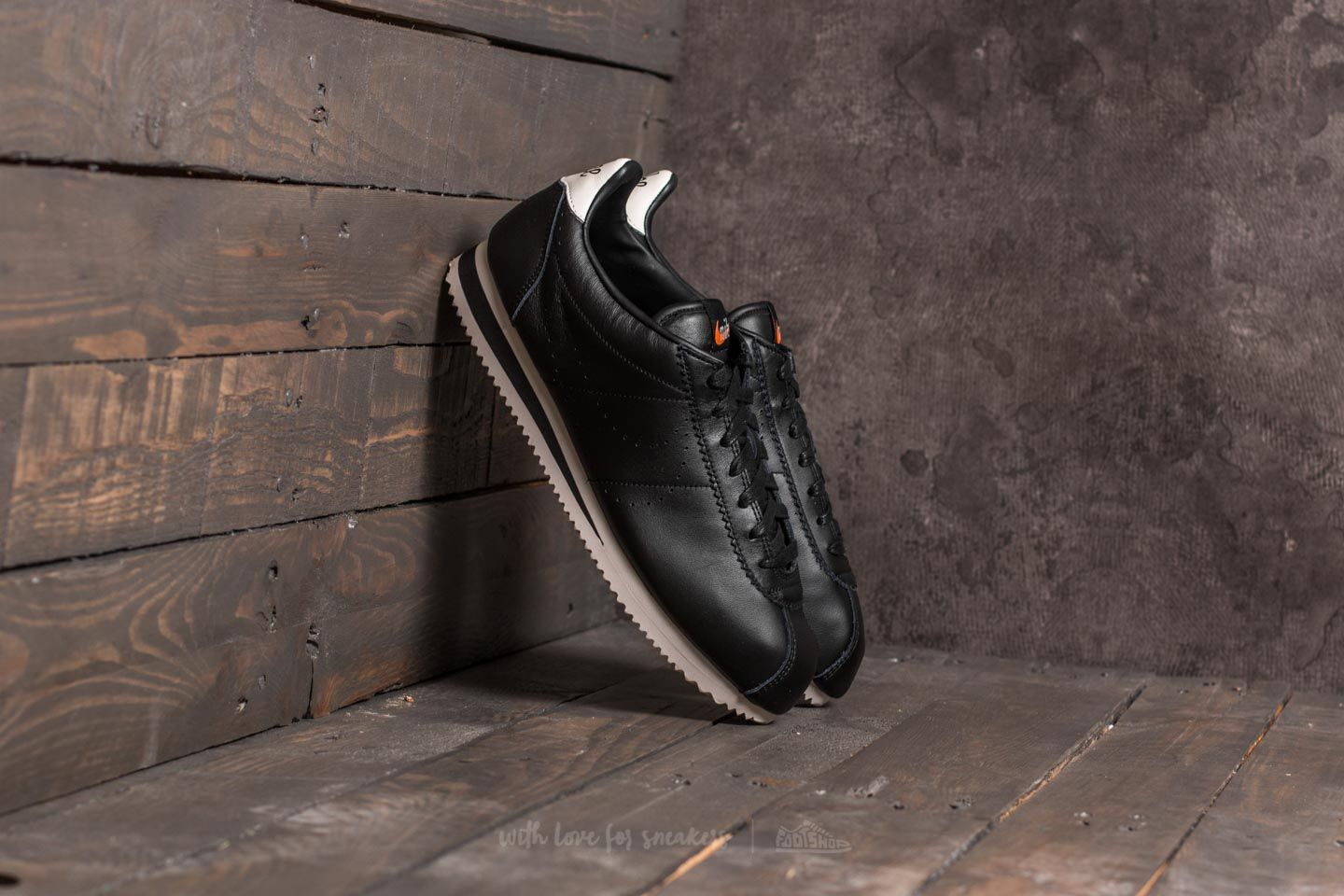 842b25e0ba4 Nike Classic Cortez Leather Premium Black  Black-Light Orewood ...