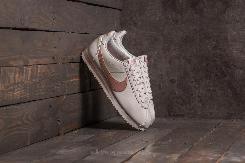 super cute 344e3 91d0f Nike Wmns Classic Cortez Leather. Light Bone  Particle Pink