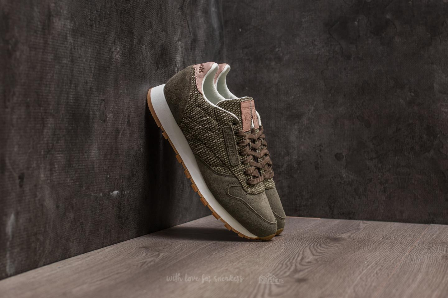 fe8ca26fc6a4f Reebok Classic Leather EBK Army Green  Chalk  Sand