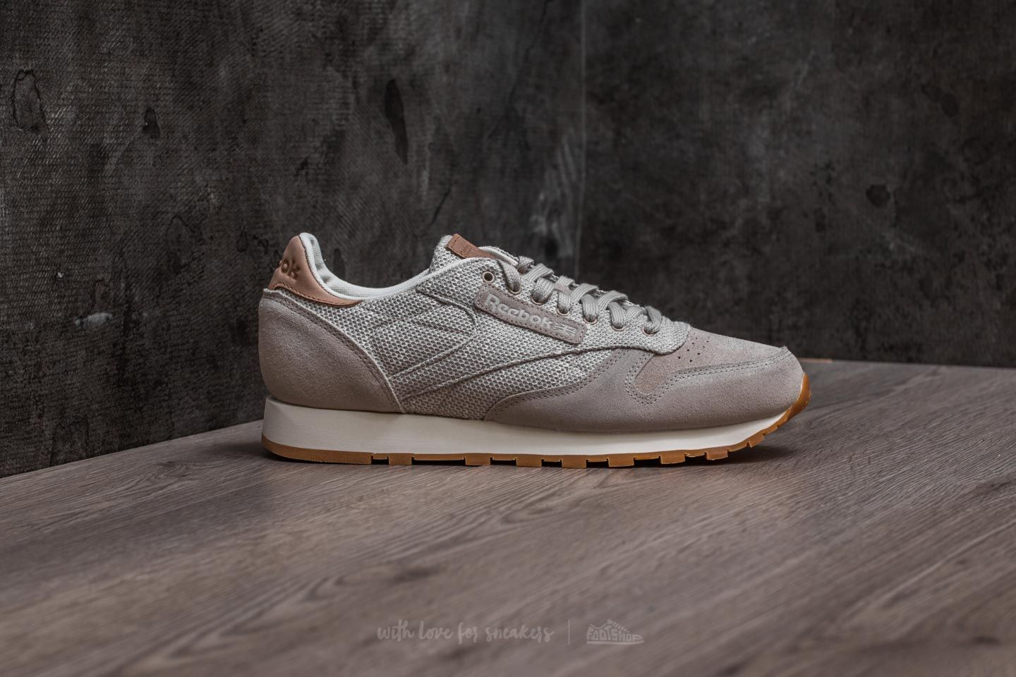 b7da765217026 Reebok Classic Leather EBK Sandstone  Chalk-Gum at a great price 50 € buy