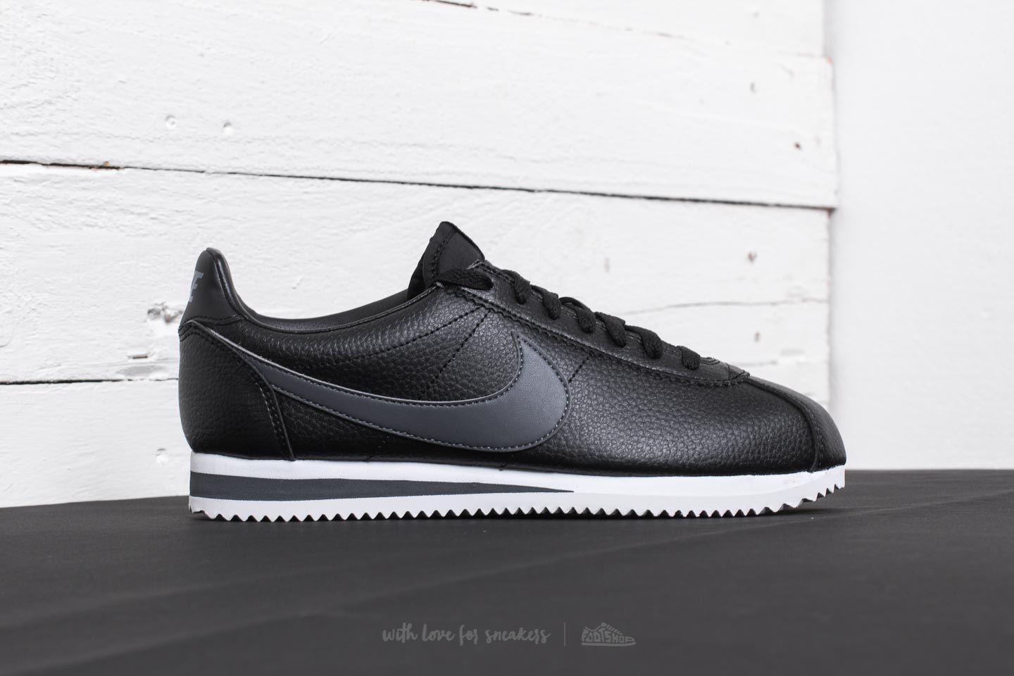 af9164dd18026 Nike Classic Cortez Leather Black  Dark Grey-White at a great price 84 €