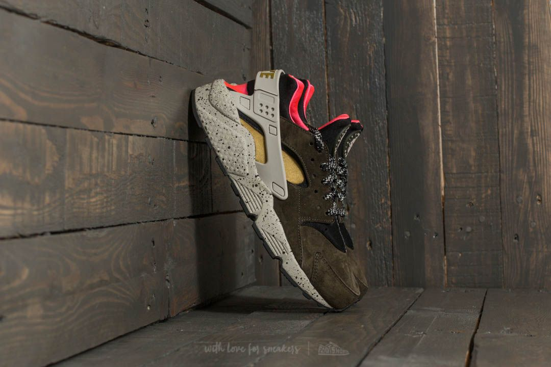 size 40 f77a4 39d39 Nike Air Huarache Run Premium. Black  Desert Moss-Solar Red