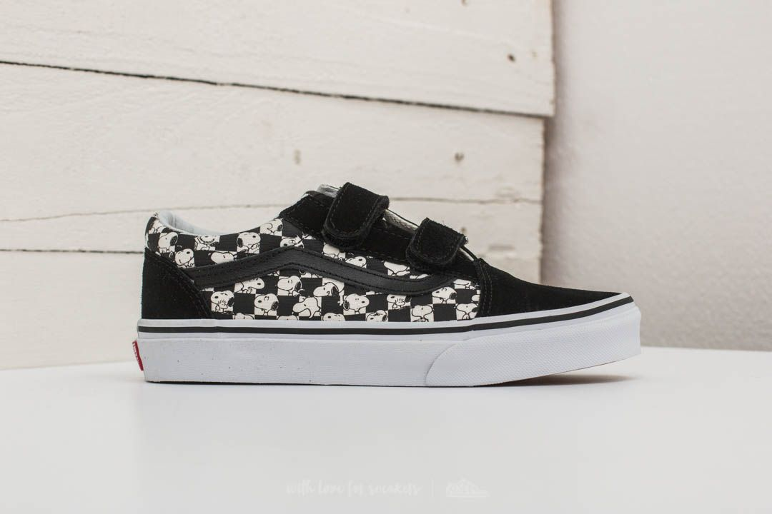 70248d73581 Vans x Peanuts Old Skool V Snoopy  Checkerboard at a great price 25 € buy