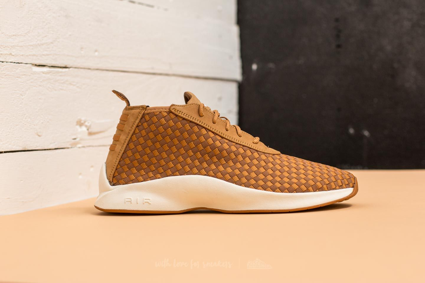 49516fbfbb3 Nike Air Woven Boot Flax  Ale Brown-Sail at a great price 169 €