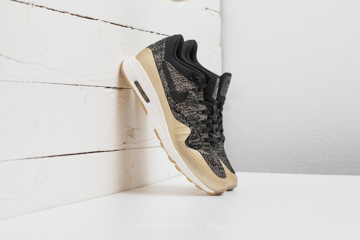 Nike W Air Max 1 Ultra 2.0 Flyknit Metallic Black  Black-Metallic Gold Star 0a1367bb18