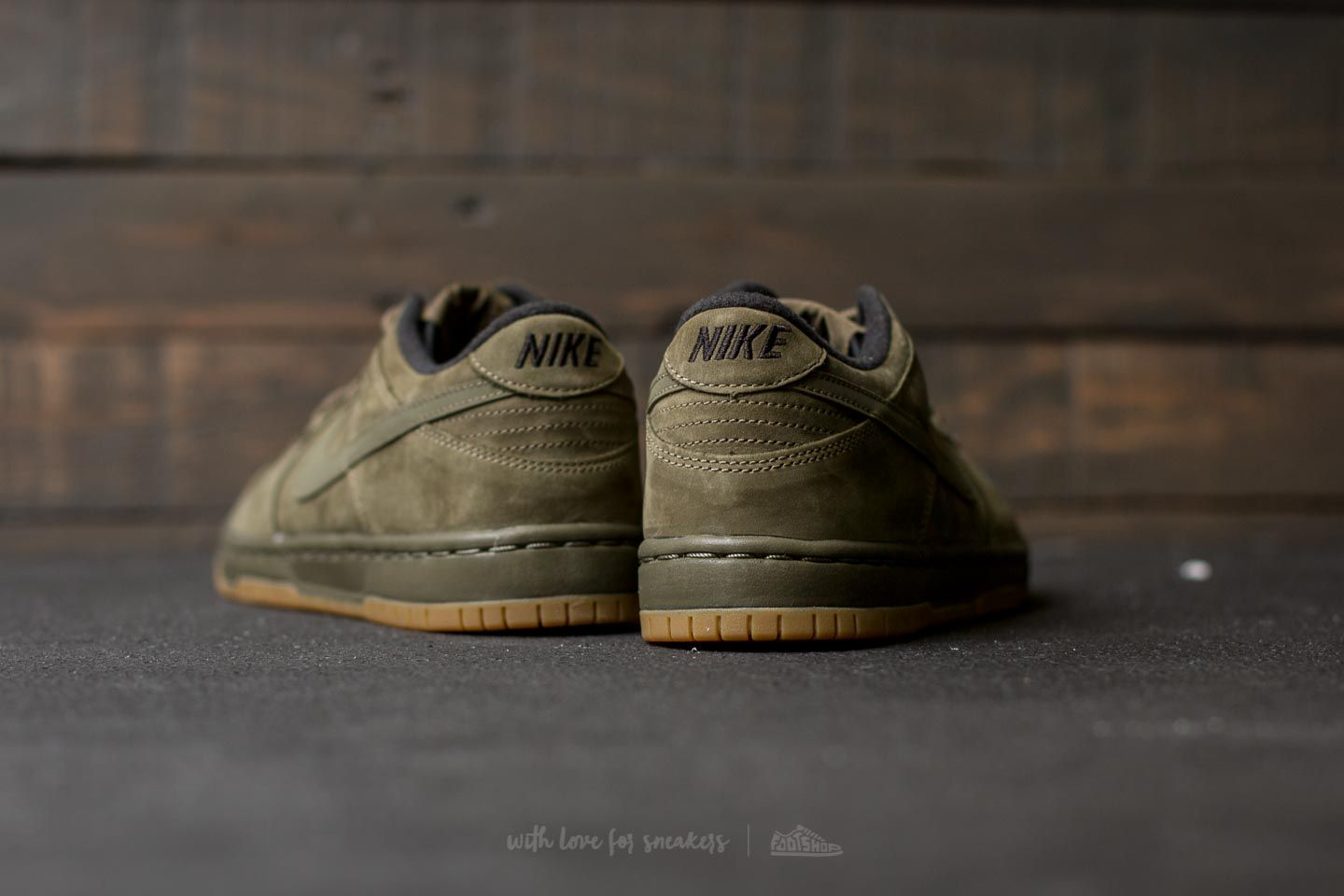 esfera engranaje hipoteca  Women's shoes Nike Dunk Low Winter Premium (GS) Medium Olive/ Medium Olive  | Footshop