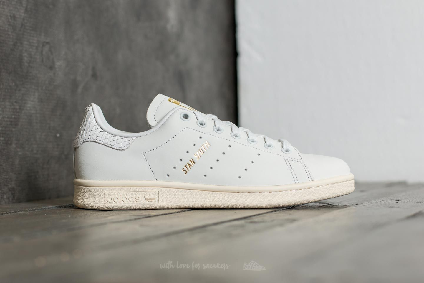 adidas Stan Smith W Supplier Colour  Supplier Colour  Gold Metalic at a  great price b653f0c8d