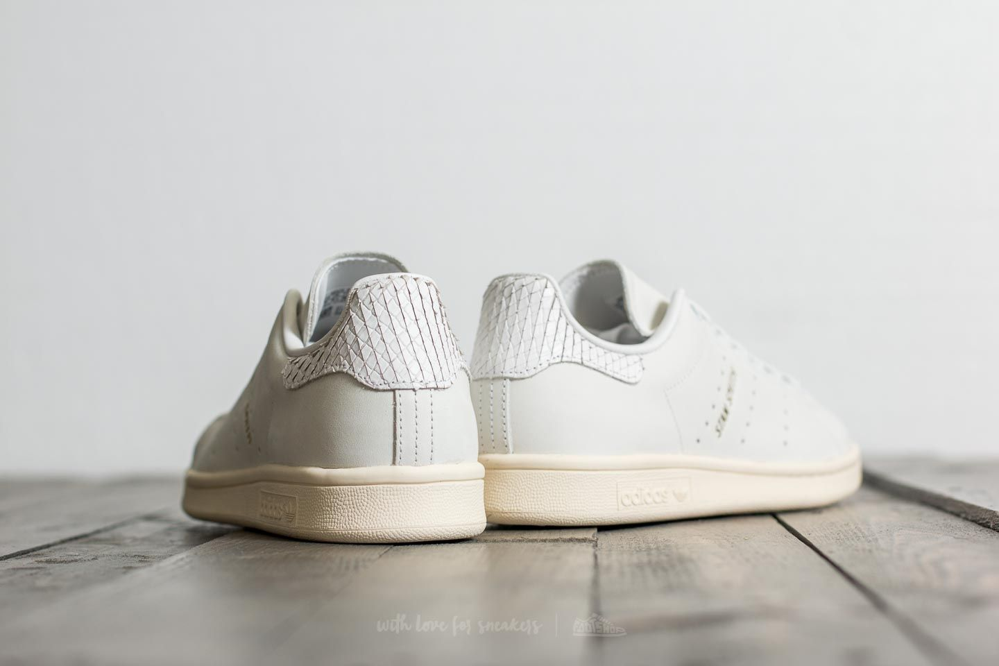adidas Stan Smith W Supplier Colour  Supplier Colour  Gold Metalic at a great  price d96d2fd7cba