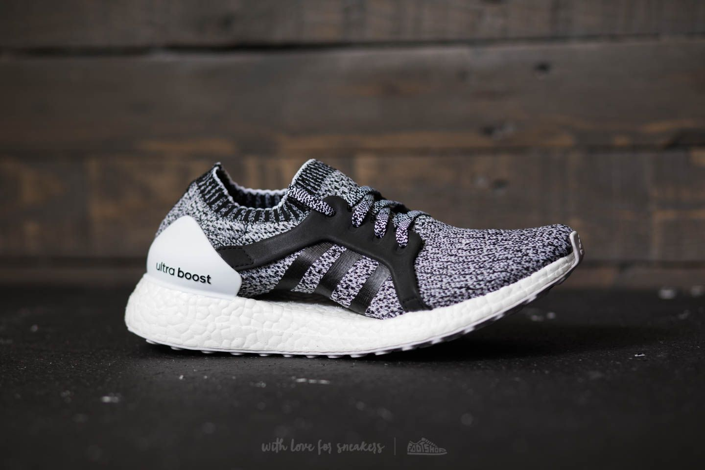 adidas ultraboost xftw white core black ftw white