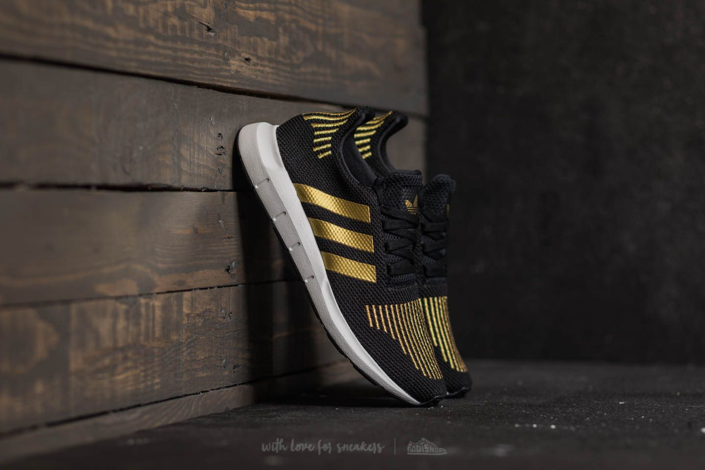 adidas Swift Run W Core Black  Gold Metalic  Ftw White  cc6543db85