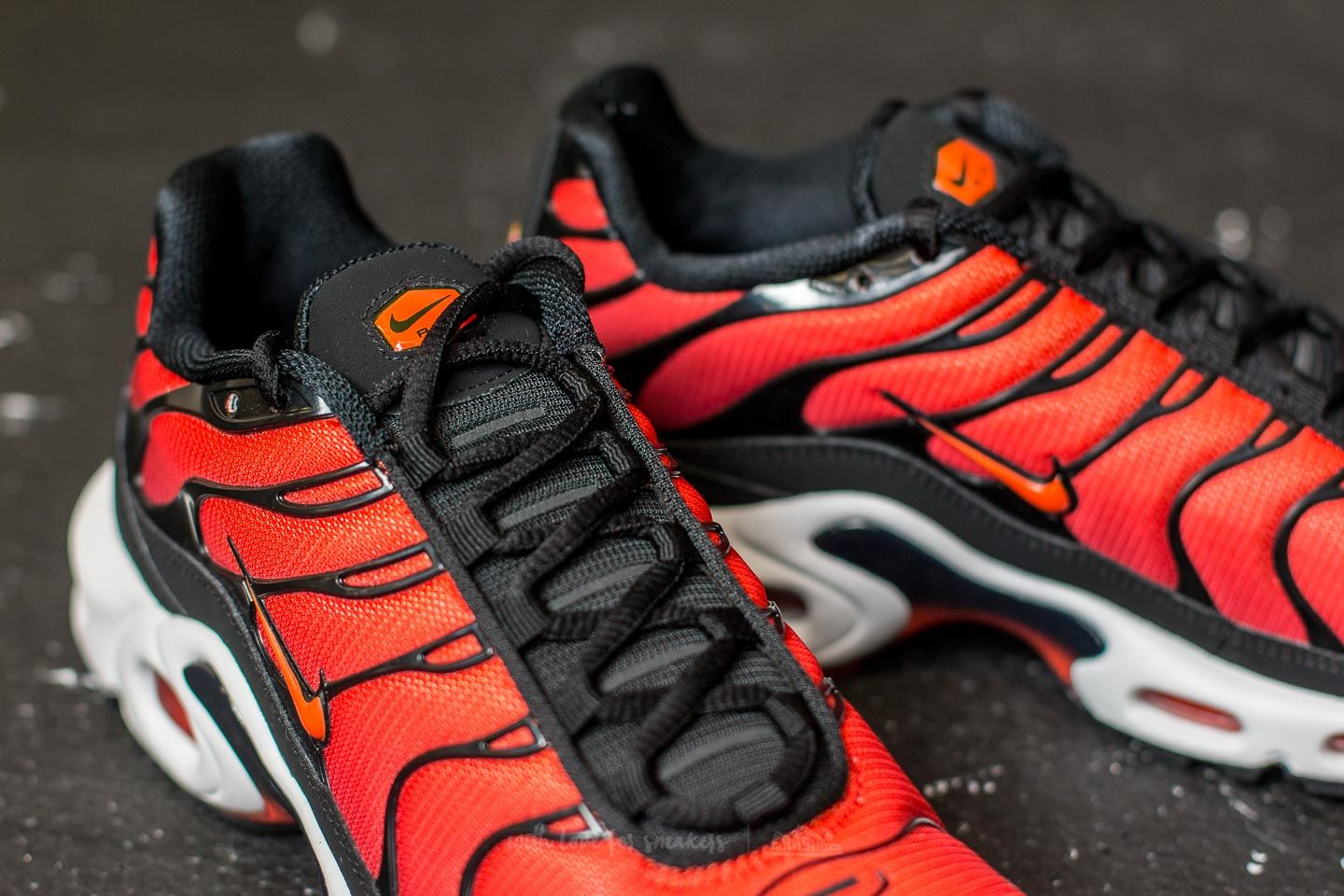 cheap for discount 559f3 10108 Nike Air Max Plus Black/ Team Orange-Team Red | Footshop