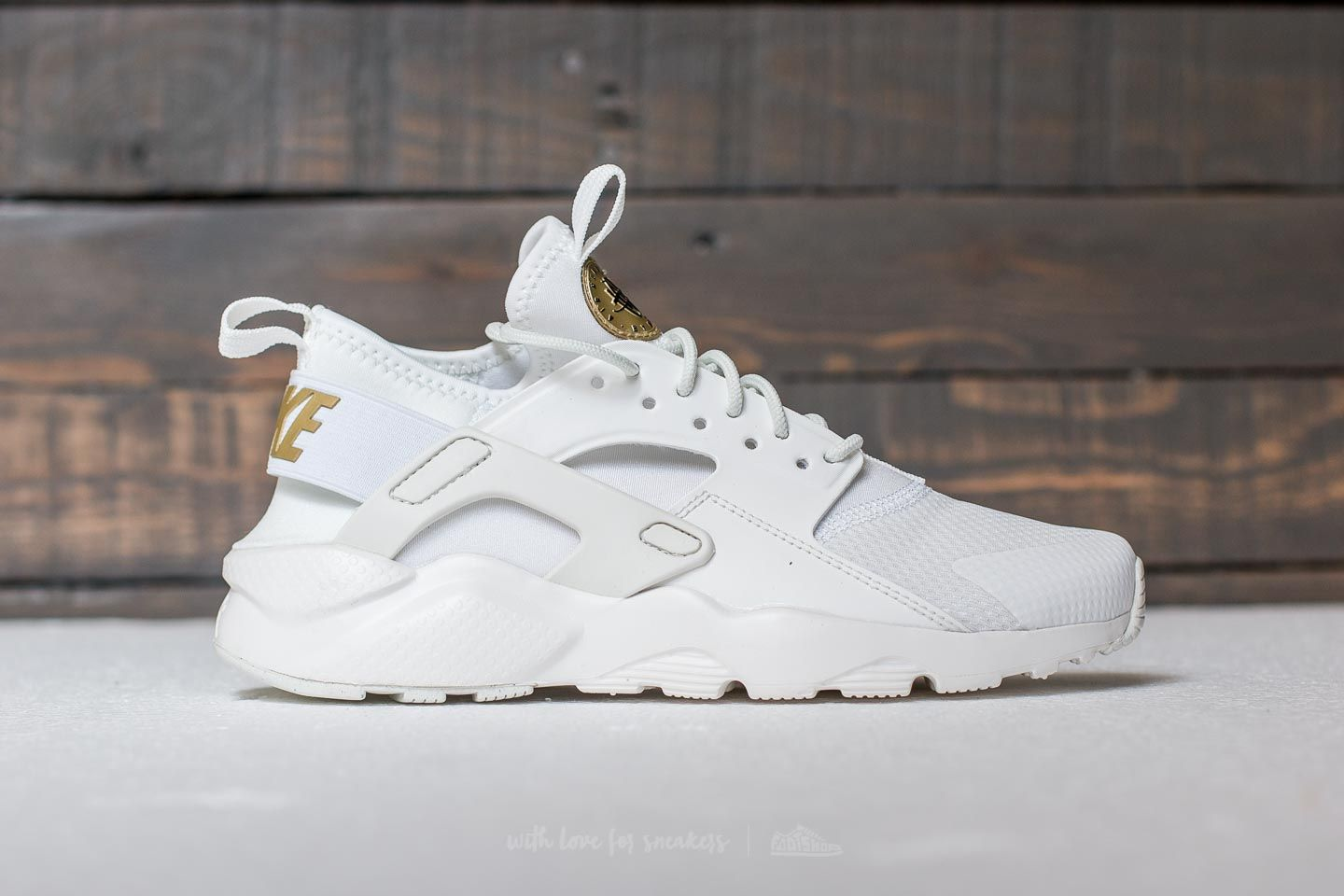 genio Alentar influenza  Women's shoes Nike Air Huarache Run Ultra GS Summit White/ Metallic Gold