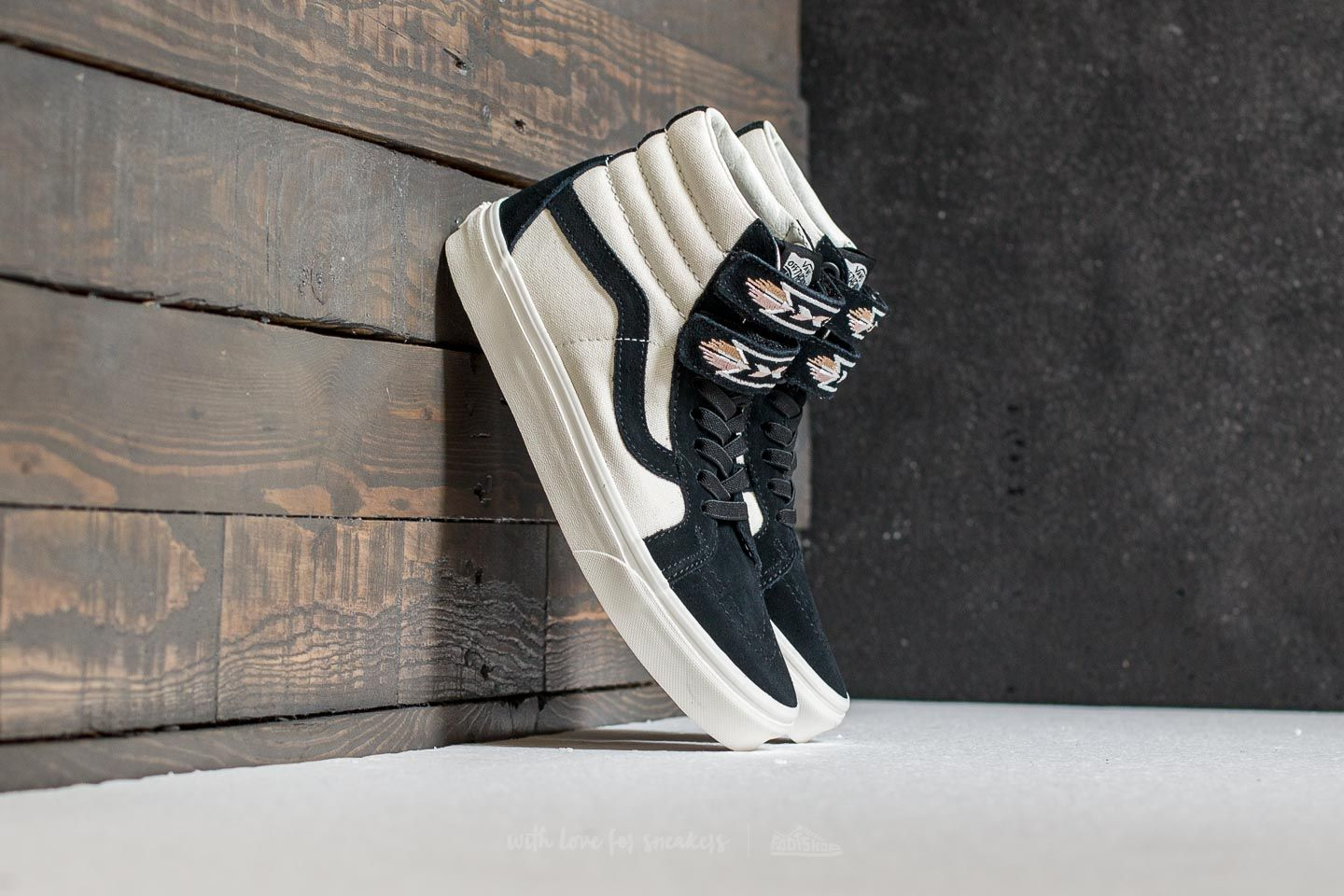 Vans Sk8-Hi Reissue V (Native Embroidery) Black  Marshmallow  040757d87e