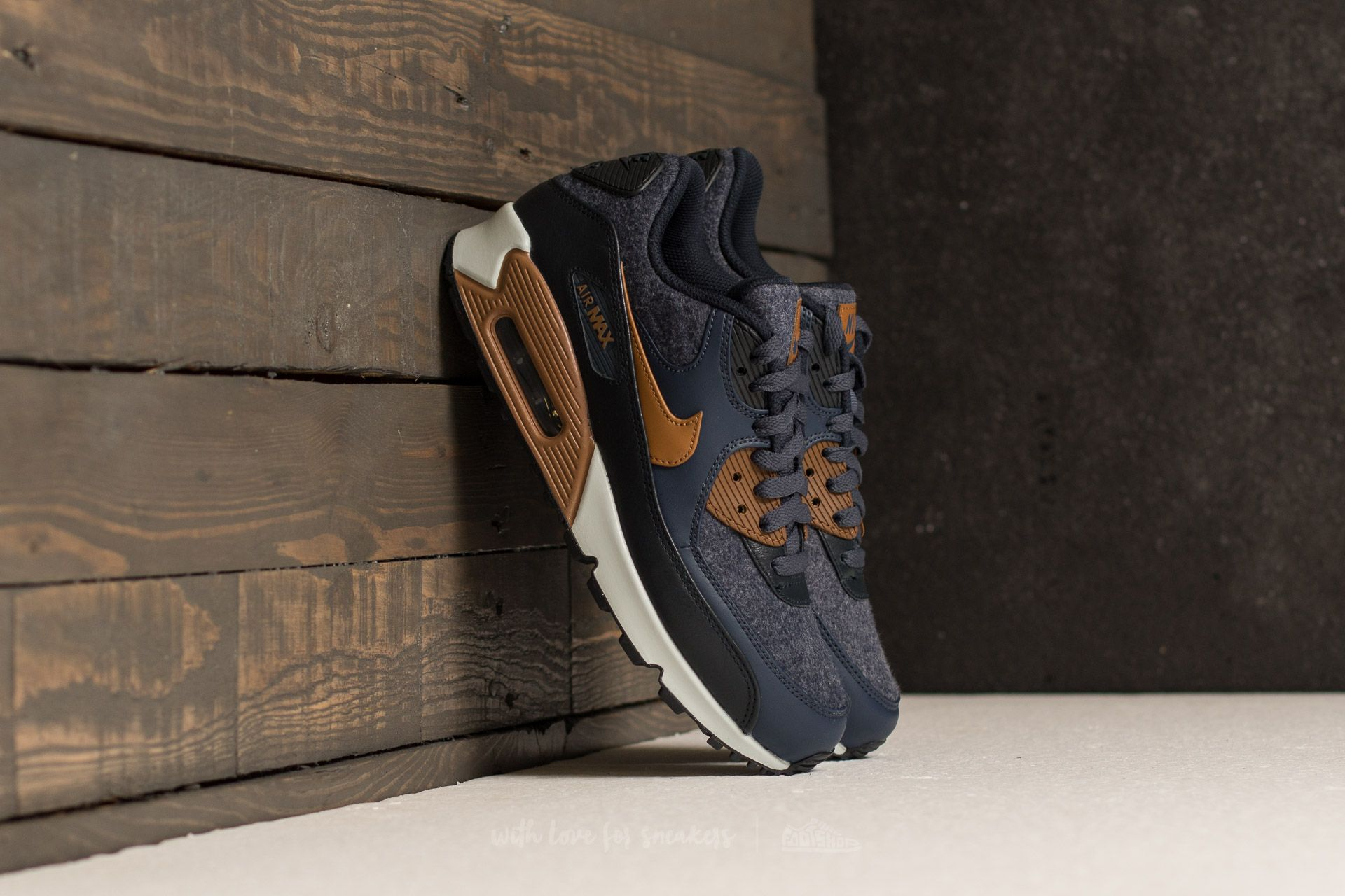 sale retailer 299bf 164ab Nike Air Max 90 Premium. Thunder Blue  Ale Brown