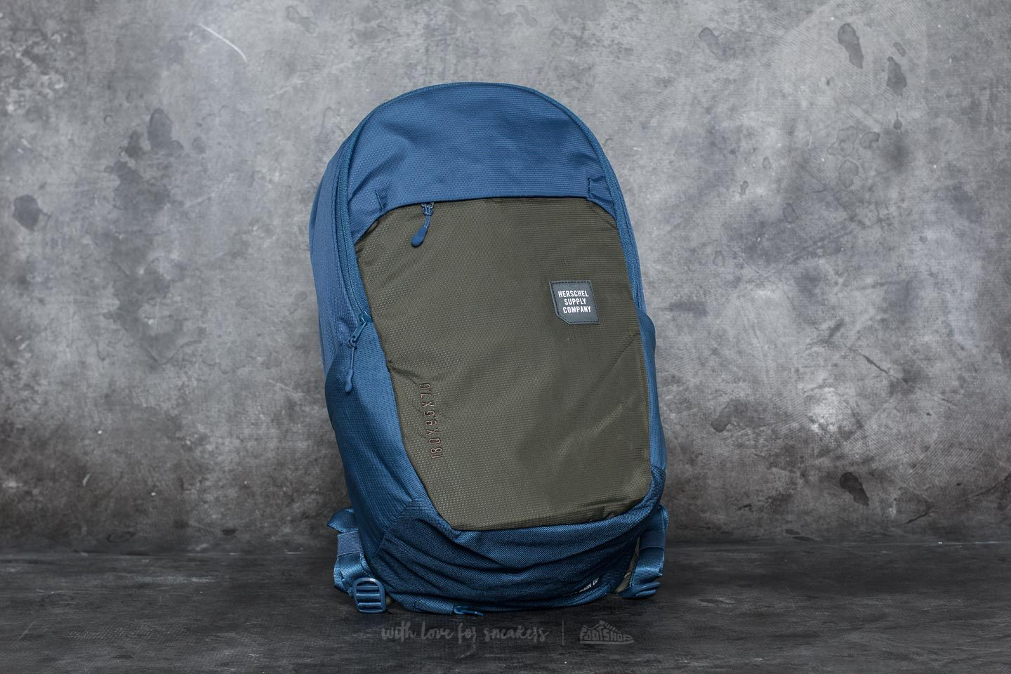 Herschel Supply Co. Mammoth Medium Backpack Peacoat/ Forest Night za skvělou cenu 920 Kč koupíte na Footshop.cz