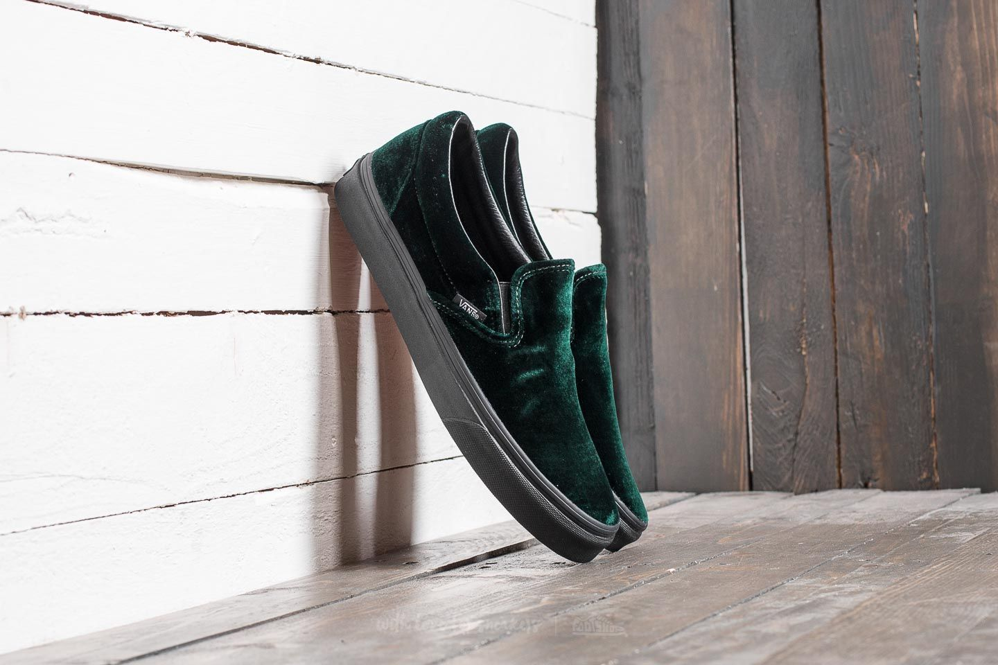 171c4042c06267 Vans Classic Slip-On (Velvet) Green  Black