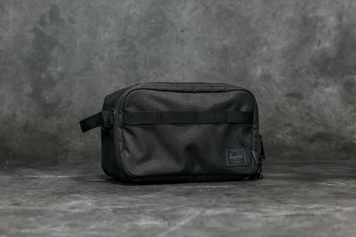 Herschel Supply Co. Independent Chapter Travel Kit Black/ Logo Print