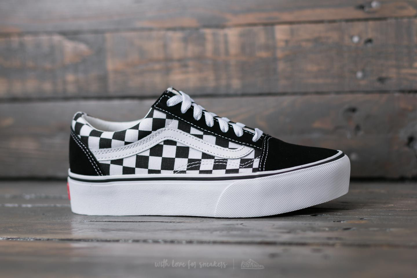 724e51bb512 Vans Old Skool Platform (Checkerboardard) Blk  Tr Wht at a great price 85