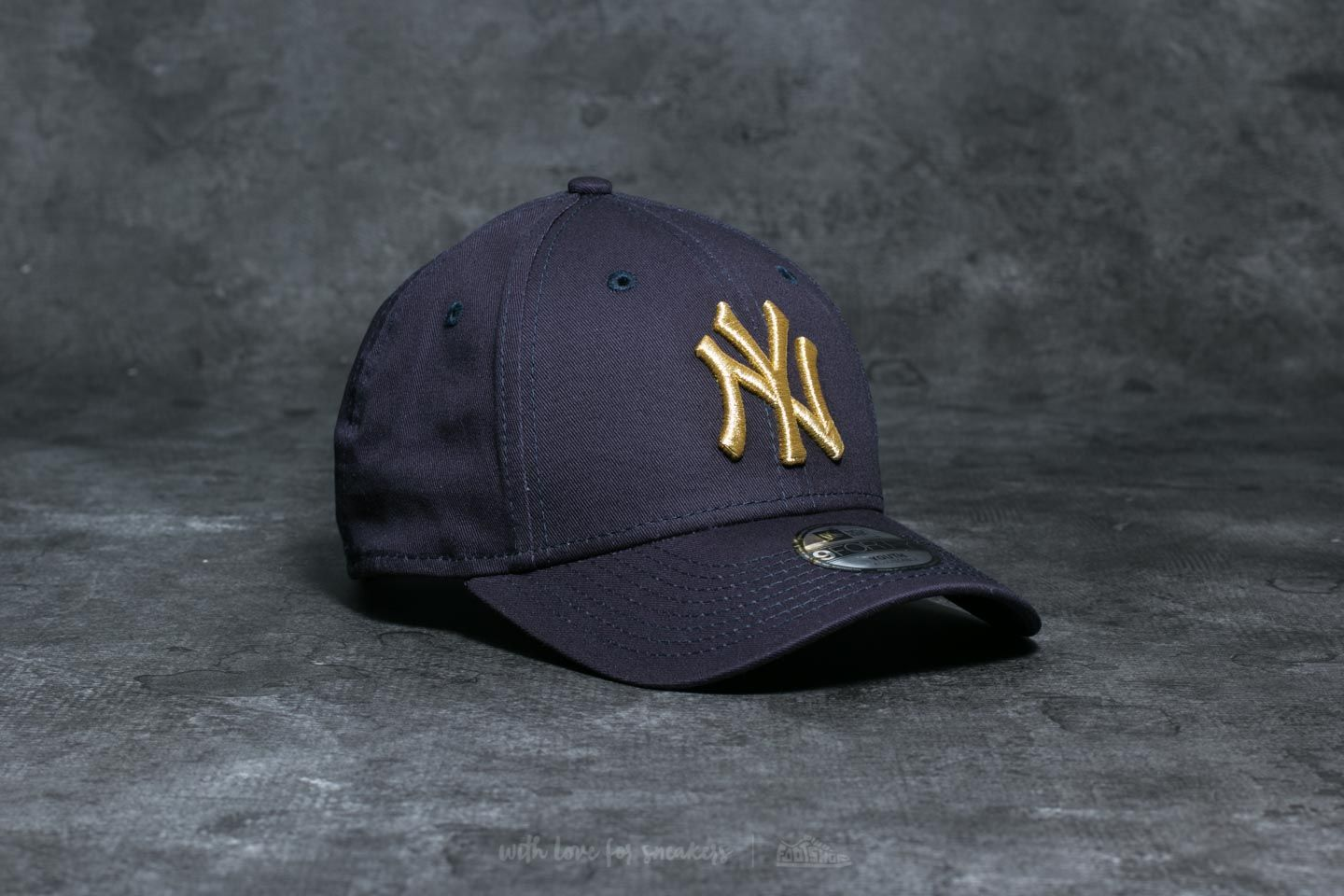 ccc4503669b New Era 9Forty JR New York Yankees Cap Navy  Gold