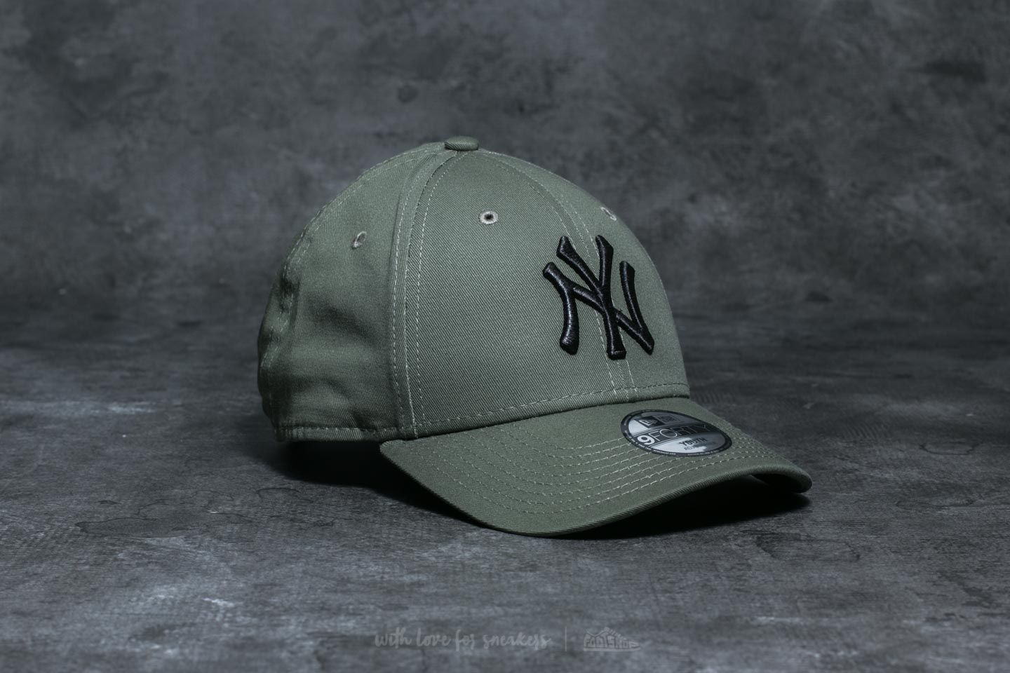 e912626bcf7 ... spain new era youth 9forty mlb league new york yankees cap khaki 818f4  e8220