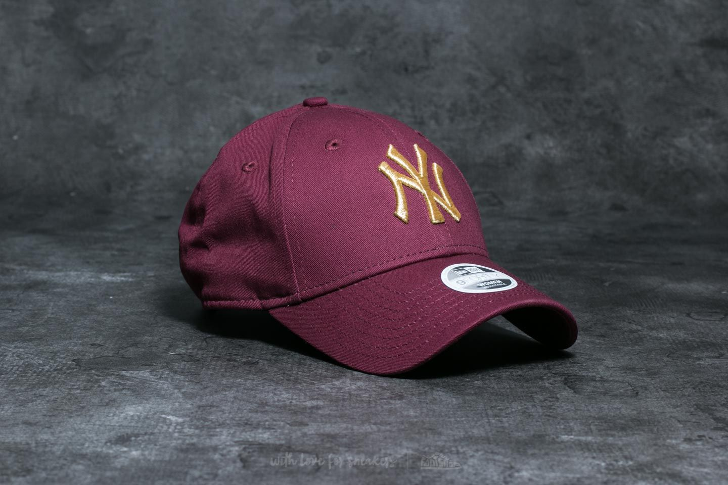 New Era 9Forty Essential WMN New York Yankees Cap Maroon  Gold ... 8a5aa30ff64