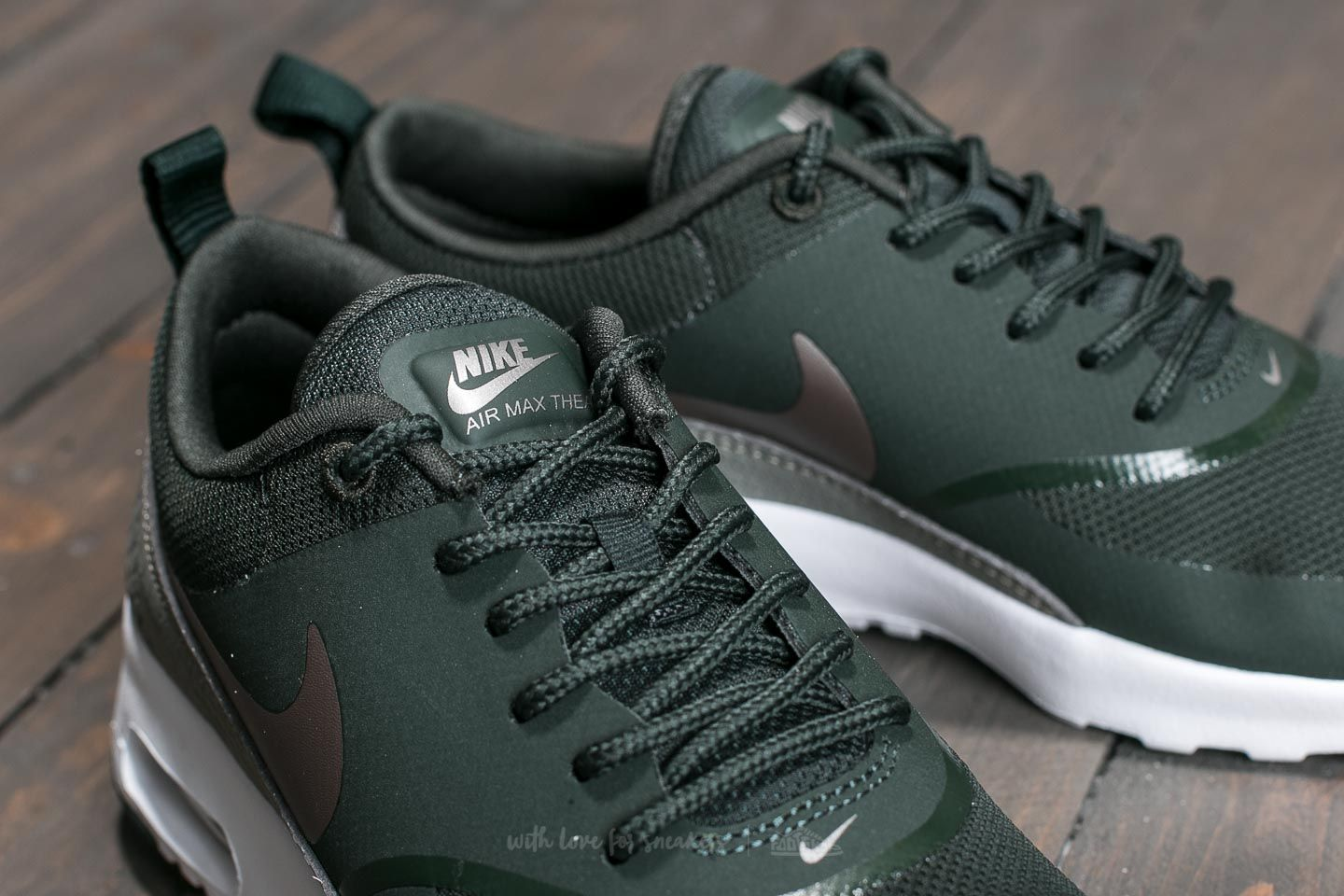 Nike Air Max Thea Sneaker Low Outdoor GreenMetallic Pewter