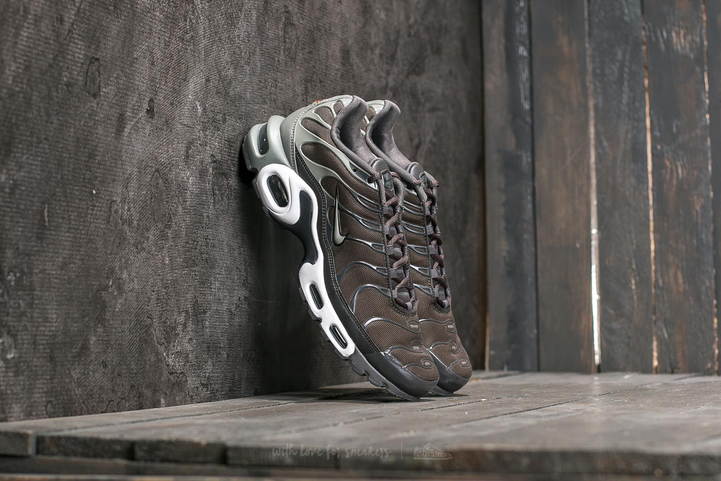 new concept 1c03f 96959 Nike Air Max Plus. Cargo Khaki  Dark Stucco