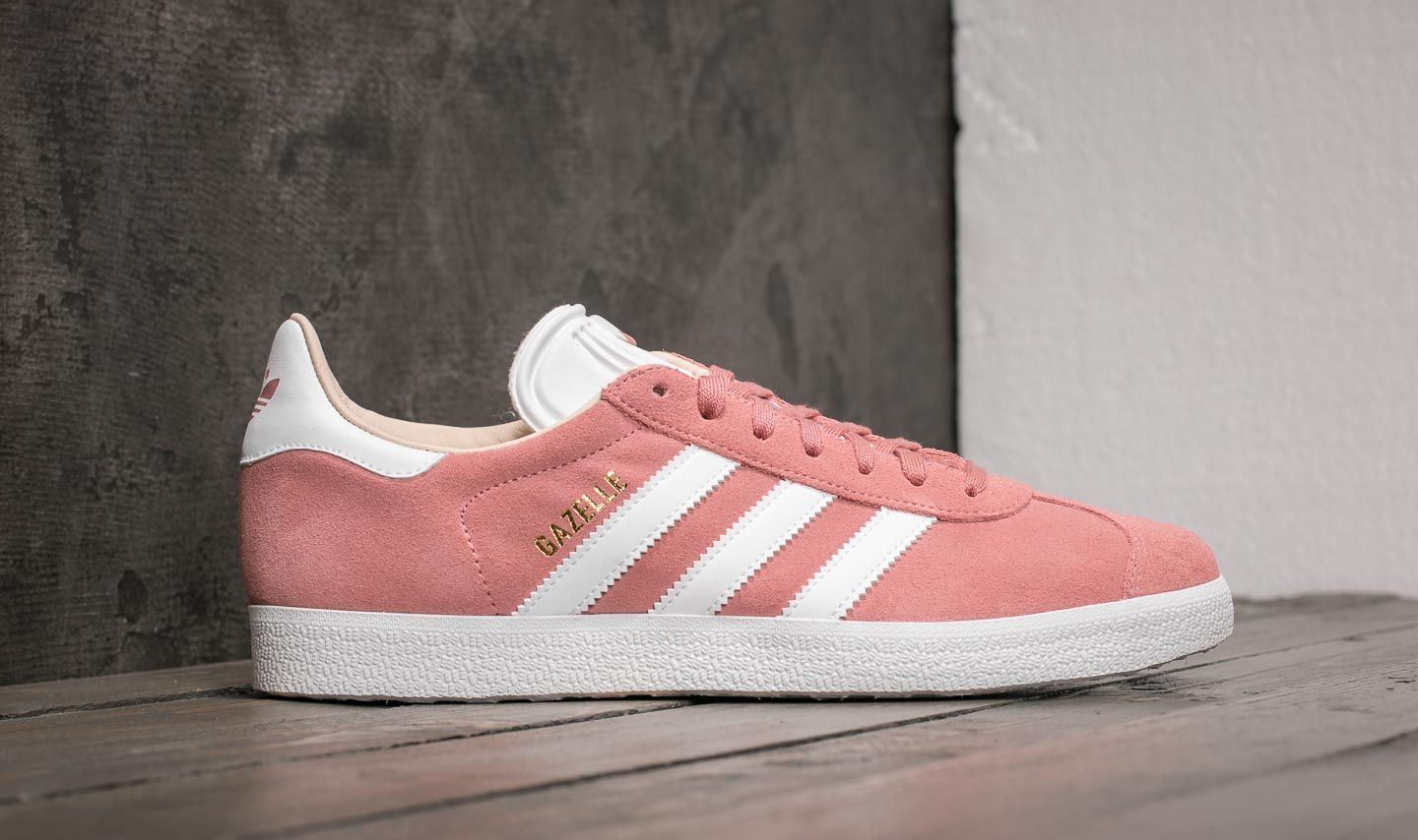 adidas Gazelle W Ash Pearl  Ftw White  Linen at a great price 70 € f6b3df7d6