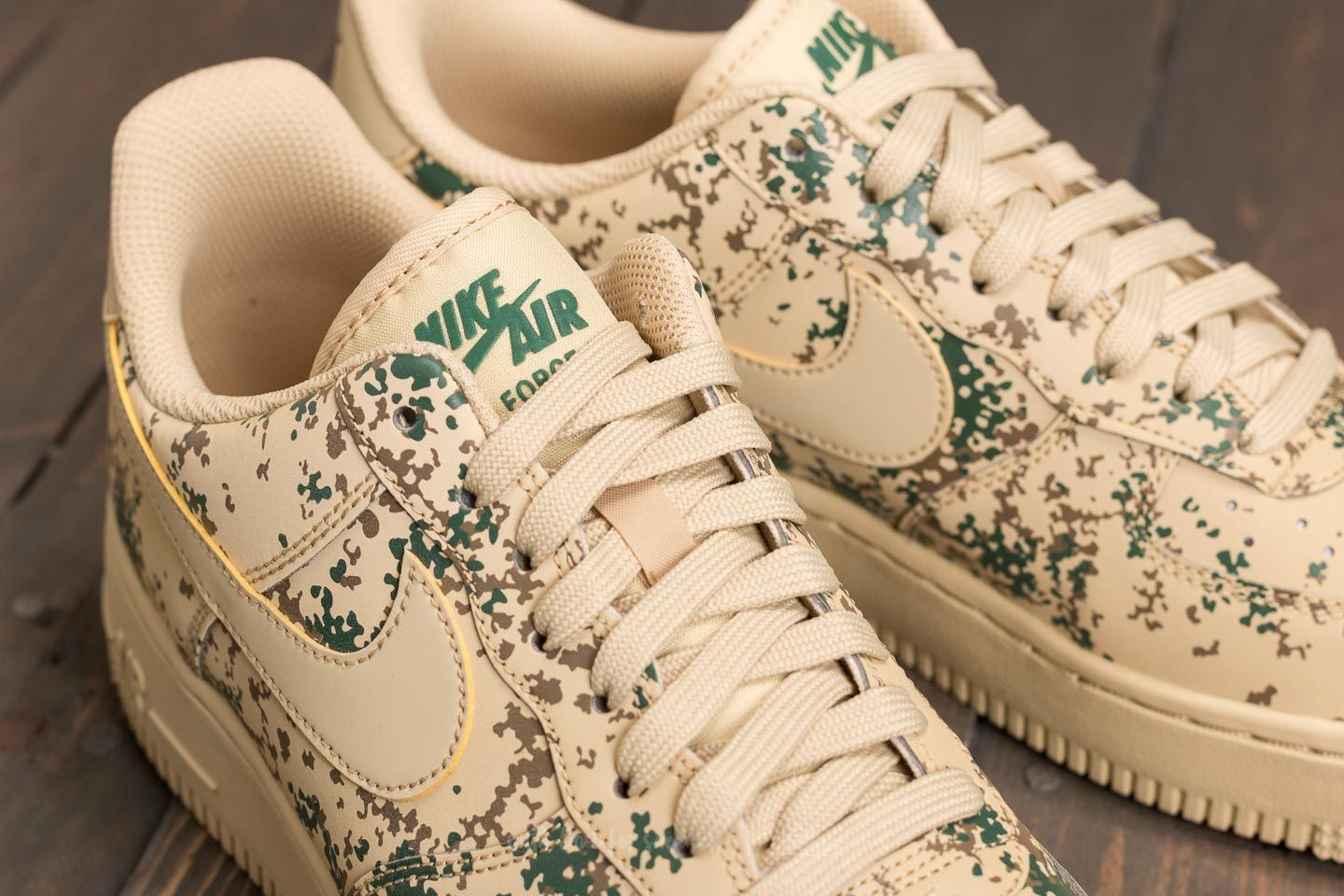 air force 1 lv8 team gold