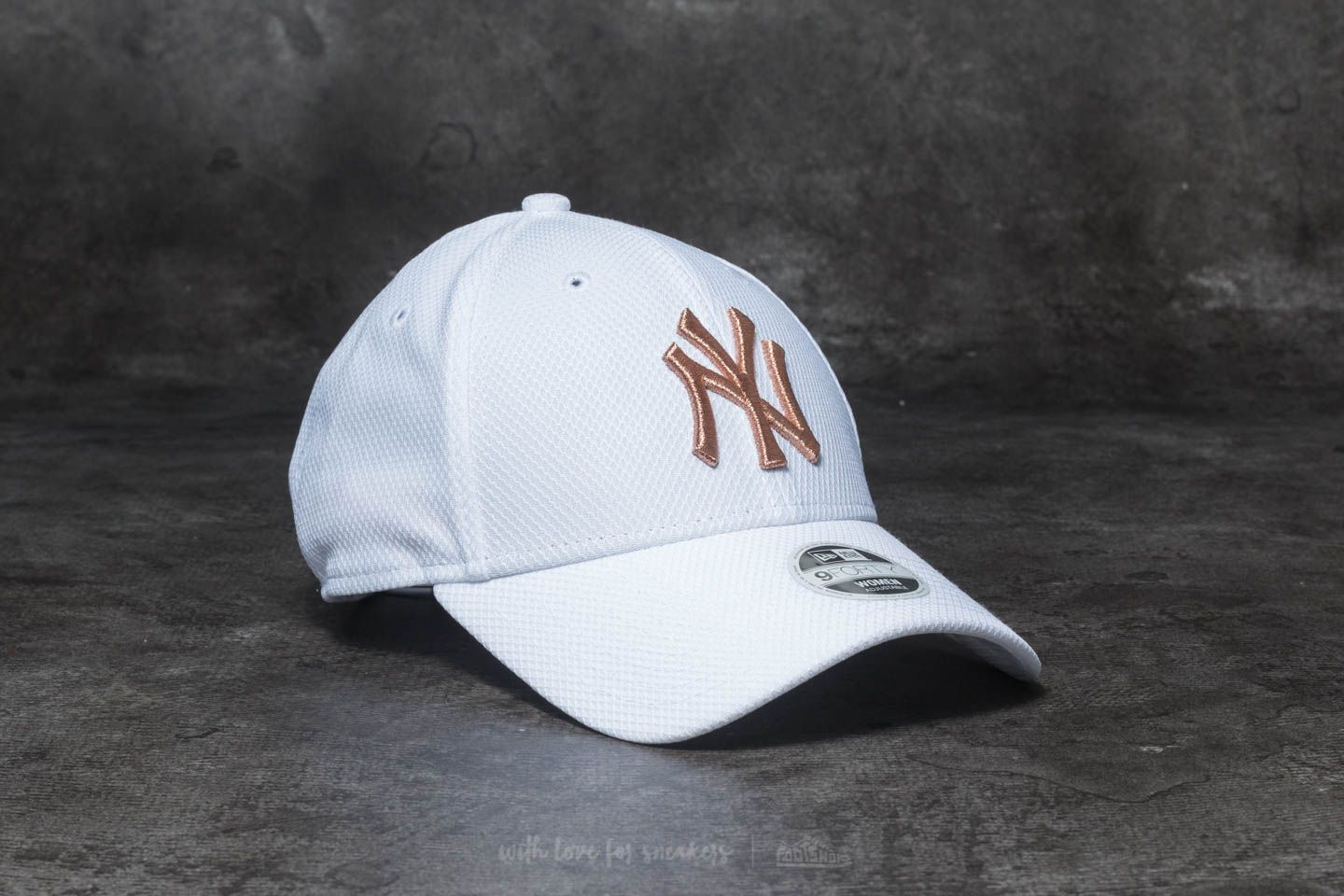 New Era 9Forty MLB Sport Woman New York Yankees Cap White  Gold  b77b3711017