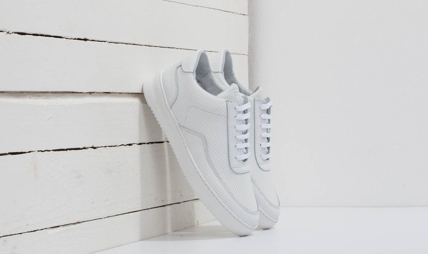 Filling Pieces Low Mondo Ripple Nappa Perforated All White