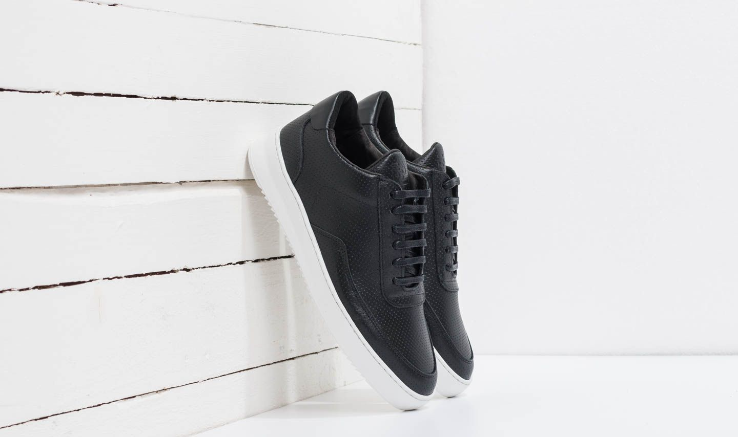 Filling Pieces Low Mondo Ripple Nappa Perforated Black