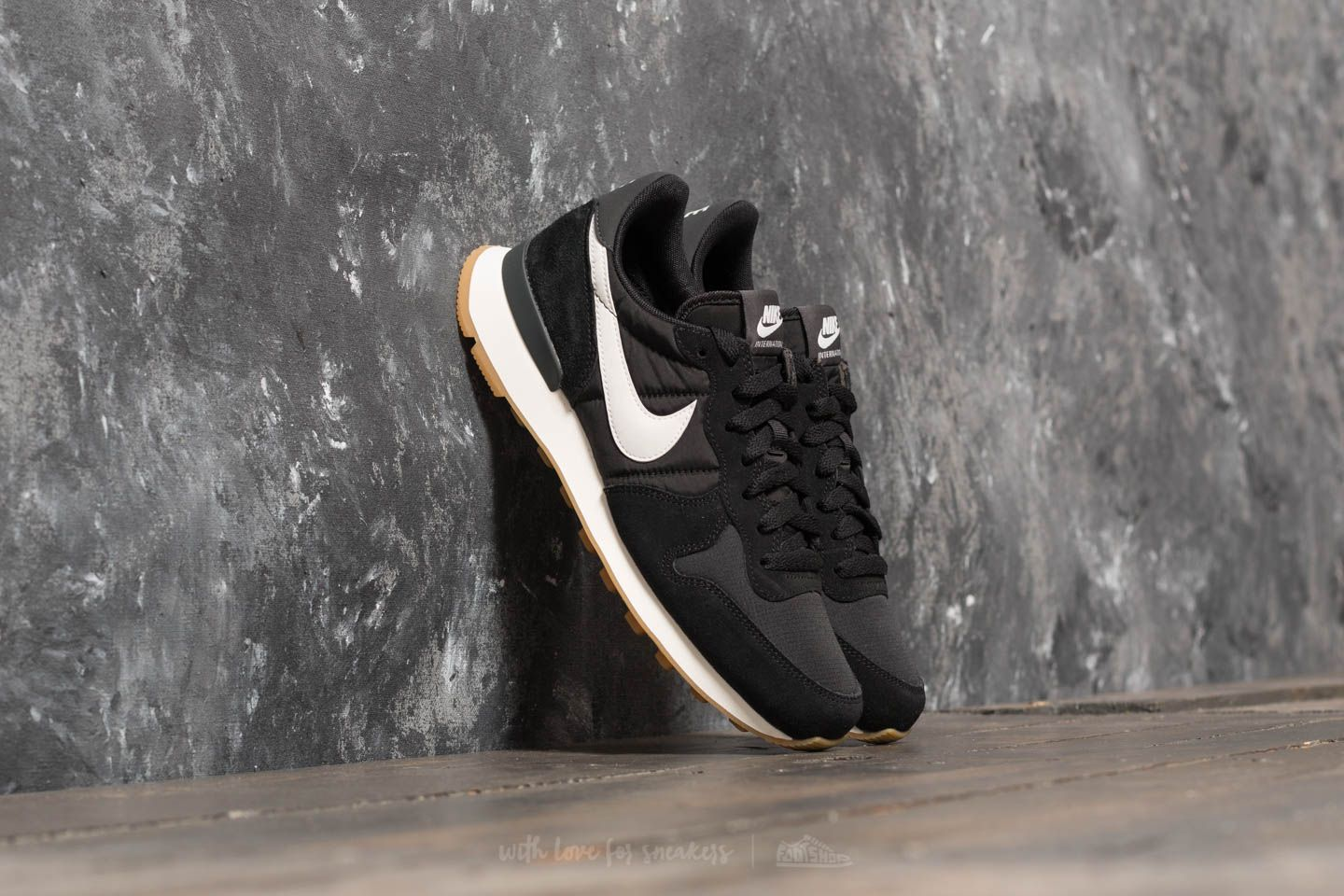 low cost 6078d 2ba27 Nike Wmns Internationalist Black  Summit White-Anthracite-Sail at a great  price £