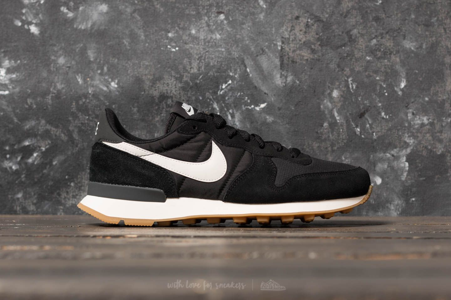 separation shoes 24cec 44d0b Nike Wmns Internationalist Black  Summit White-Anthracite-Sail at a great  price 63