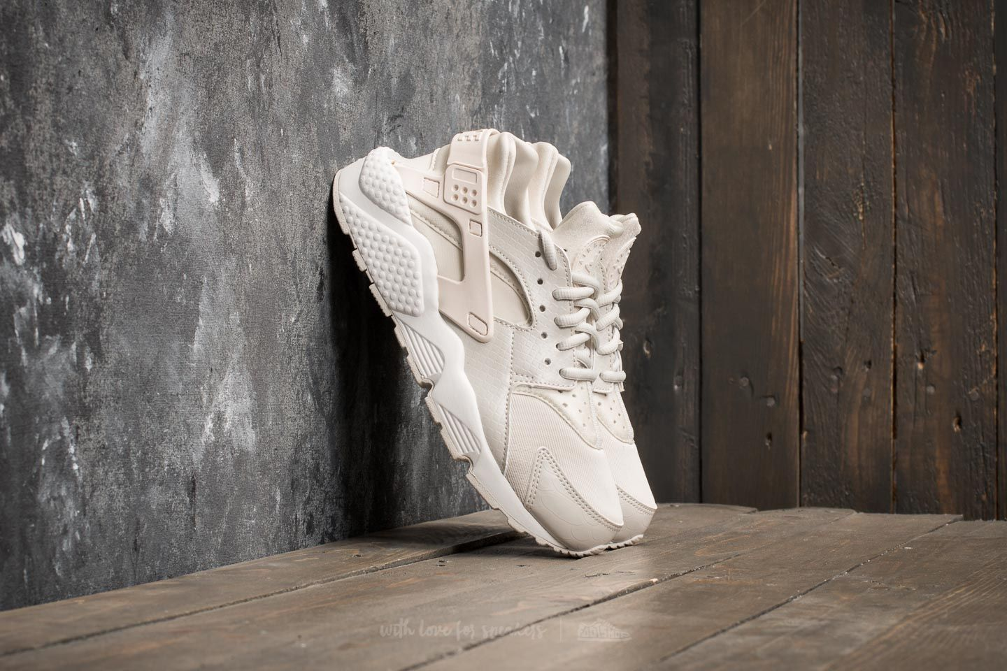 b9205b51b7ea Nike Wmns Air Huarache Run Phantom  Light Bone