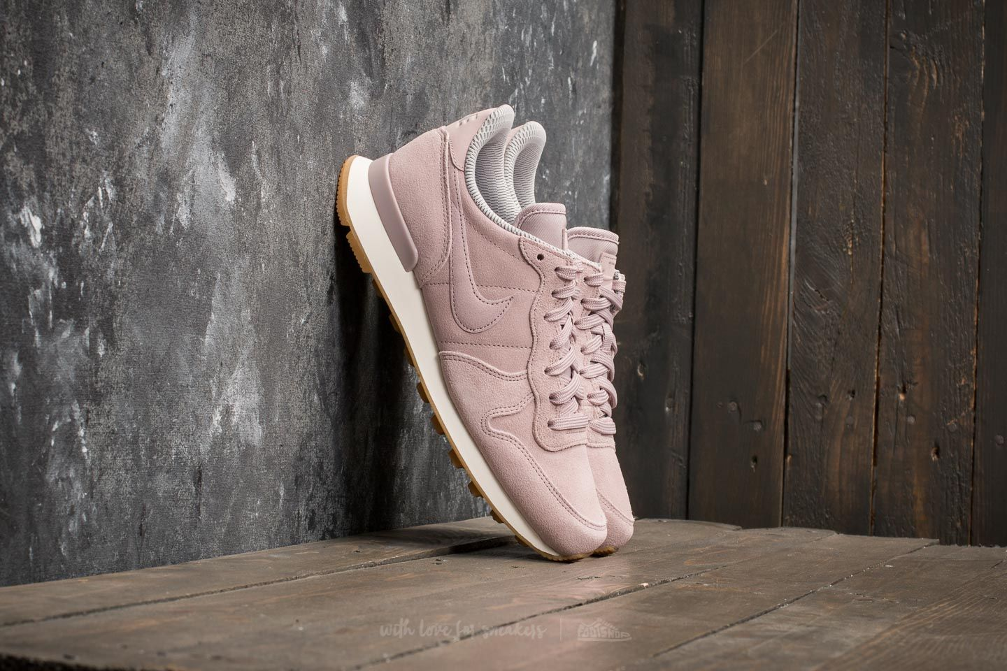 Nike W Internationalist SE Particle Rose/ Particle Rose