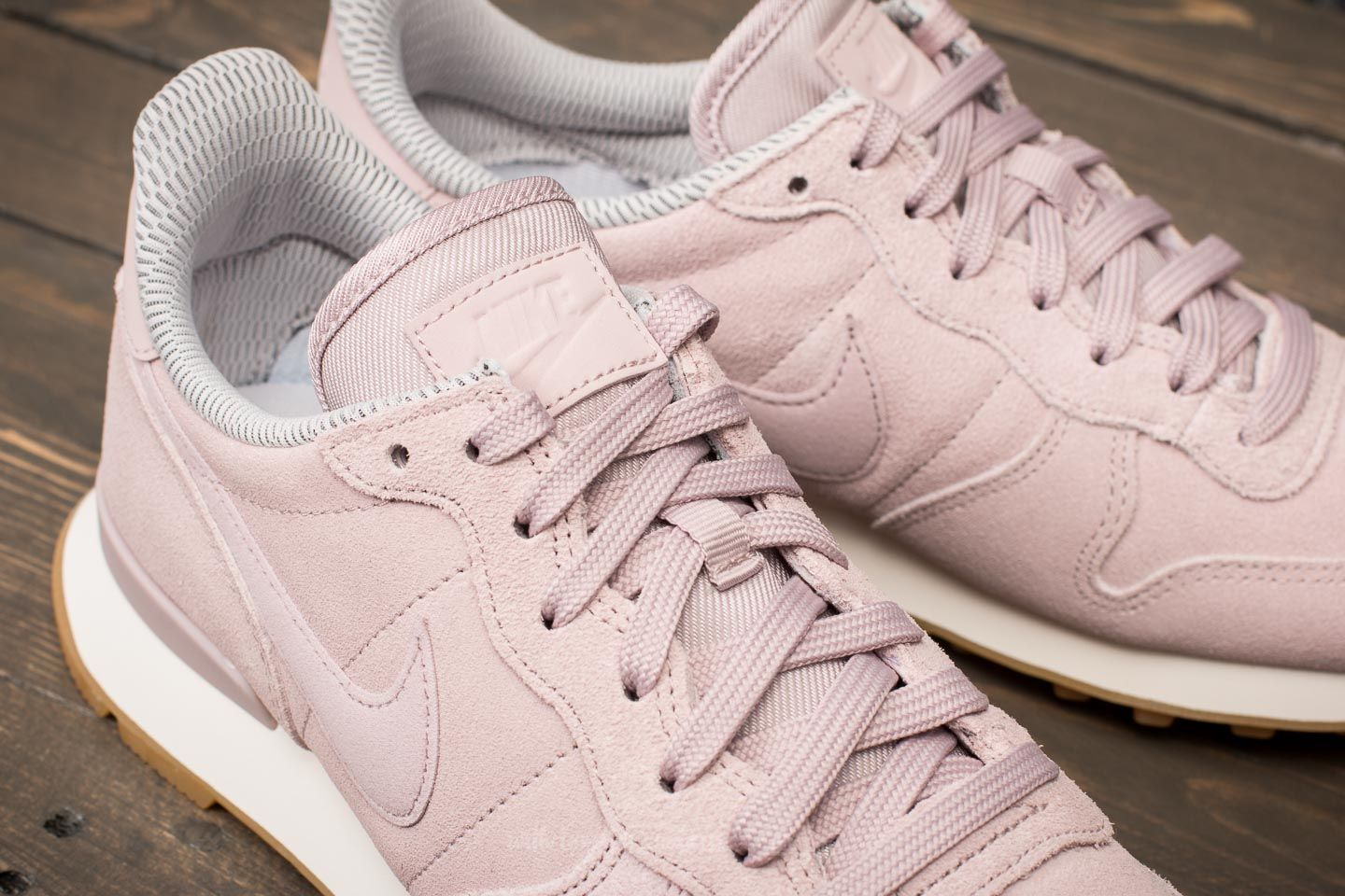 buy popular 57178 438d1 Nike W Internationalist SE Particle Rose Particle Rose at a great price  £61 buy