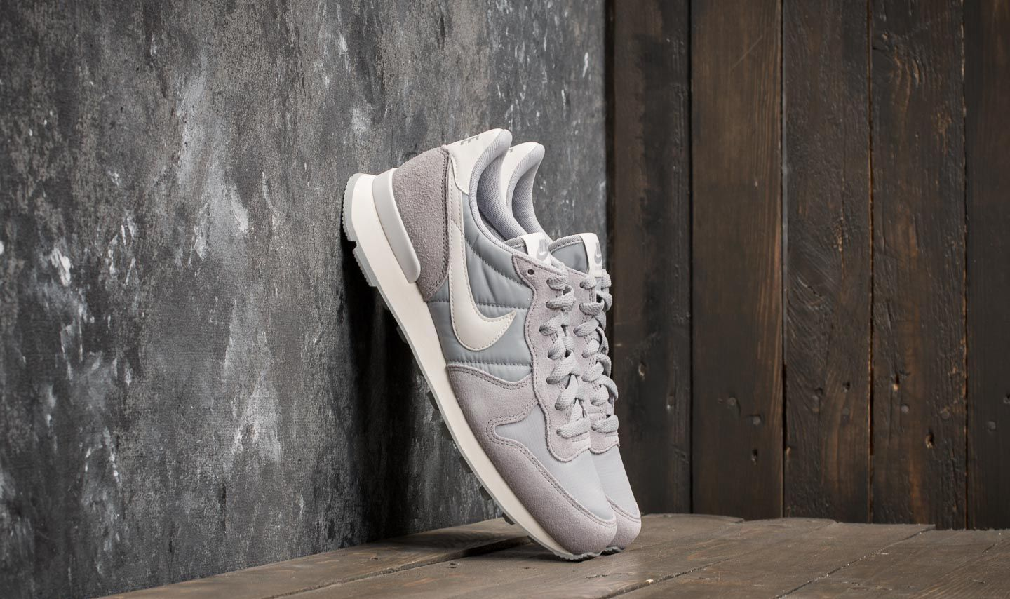 0eb4817f6ef555 Nike Wmns Internationalist Wolf Grey  Summit White at a great price 88 €  buy at