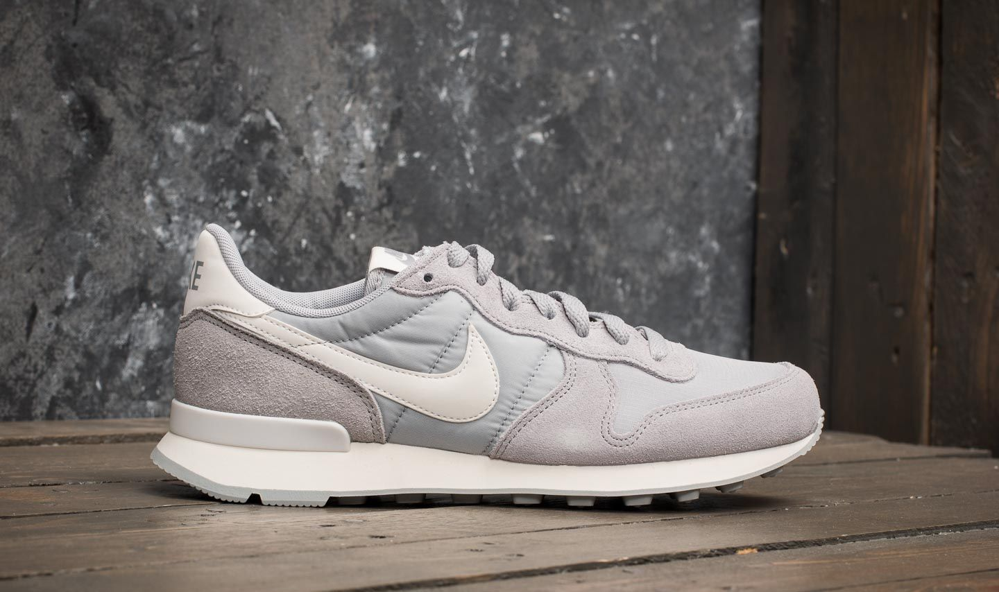 huge selection of ca8e8 a07a5 Nike Wmns Internationalist Wolf Grey Summit White at a great price 88 €  buy at