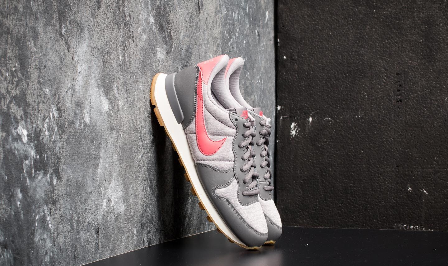 separation shoes 0beaf cc6b3 Nike Wmns Internationalist Gunsmoke Sea Coral at a great price 88 € buy at  Footshop