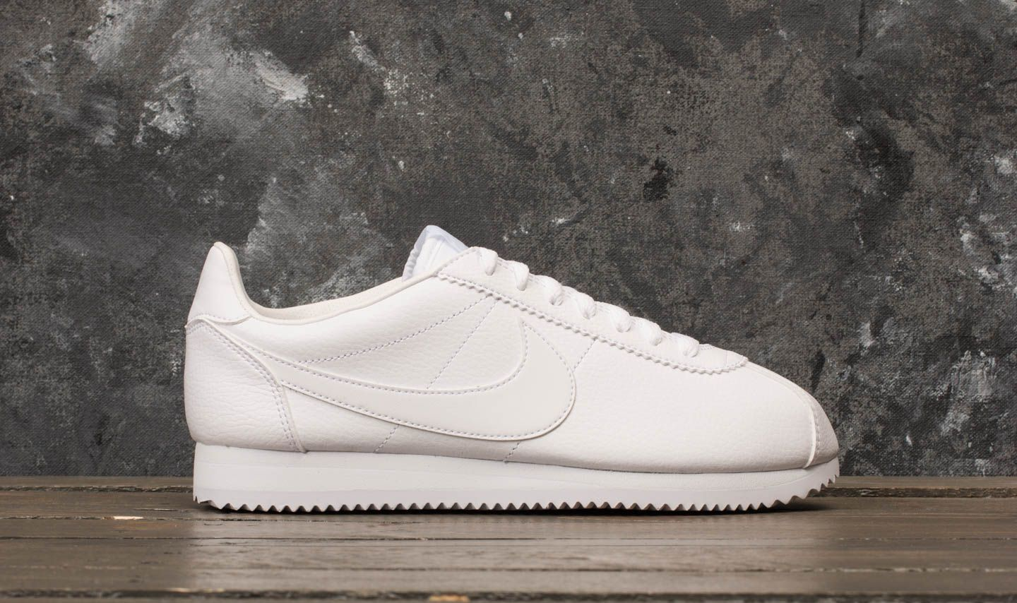 buy popular 74bd0 11a5e Nike Classic Cortez Leather White/ White-White at a great price 84 € buy