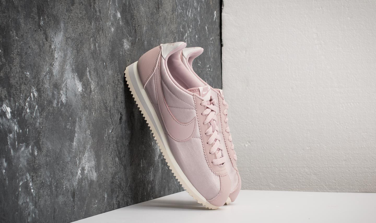 the latest 6ae9a b0945 Nike WMNS Classic Cortez Nylon