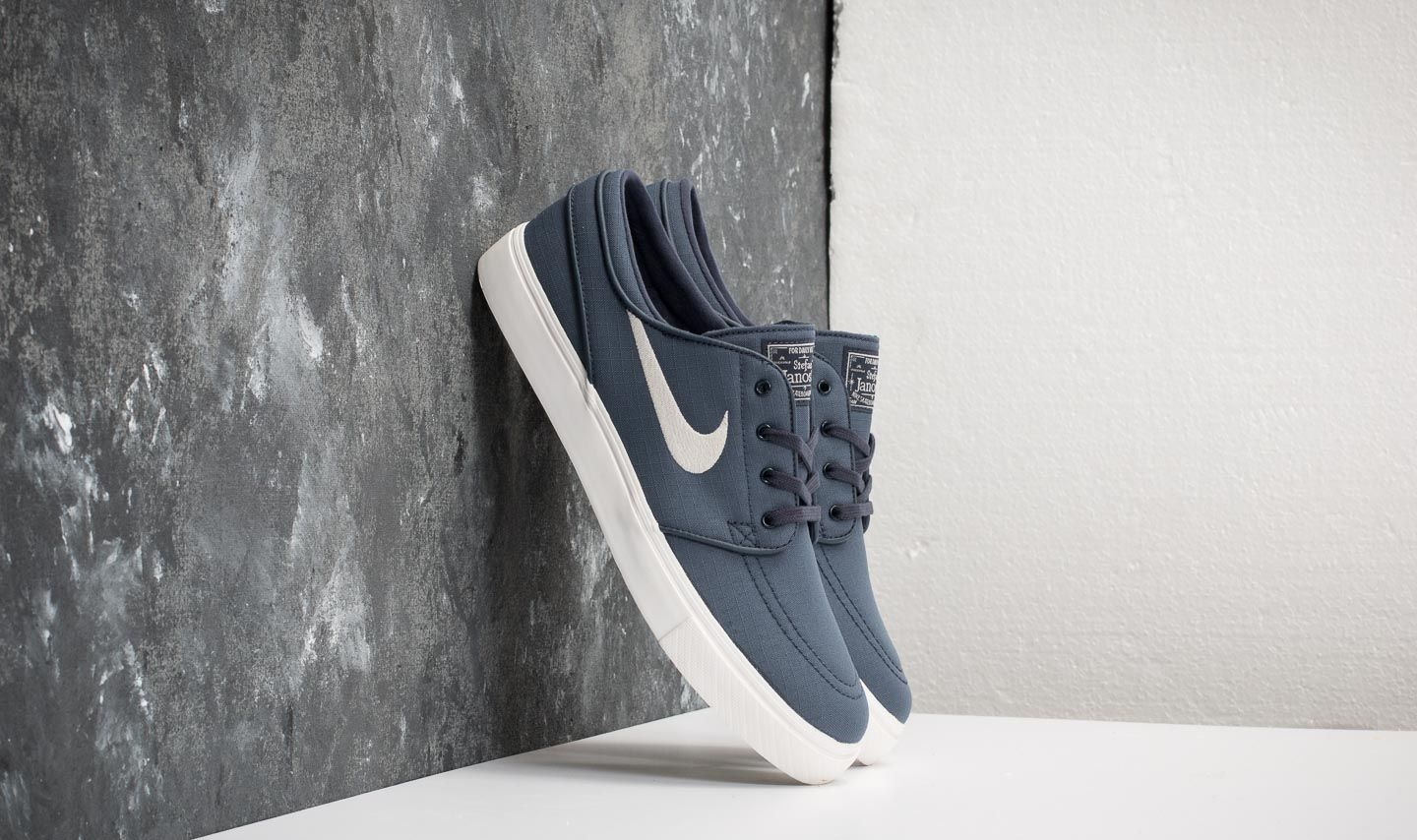 cd7e470870310 Nike Zoom Stefan Janoski Canvas Thunder Blue  Light Bone