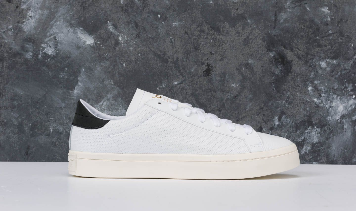 wholesale dealer c06f0 ed011 adidas Courtvantage Ftw White Ftw White Core Black at a great price 56 €