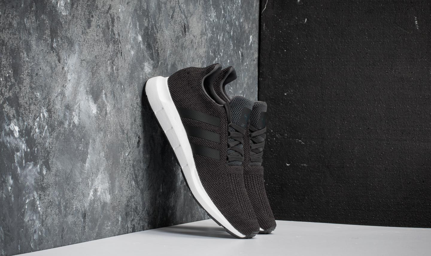adidas Swit Run Carbon/ Core Black/ Medium Grey Heather