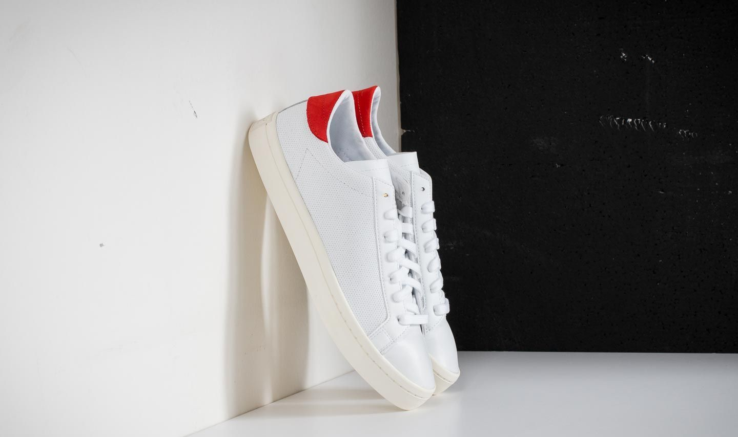 the best attitude 80f6f 02c36 adidas Courtvantage Ftw White Ftw White Red at a great price 63 € buy