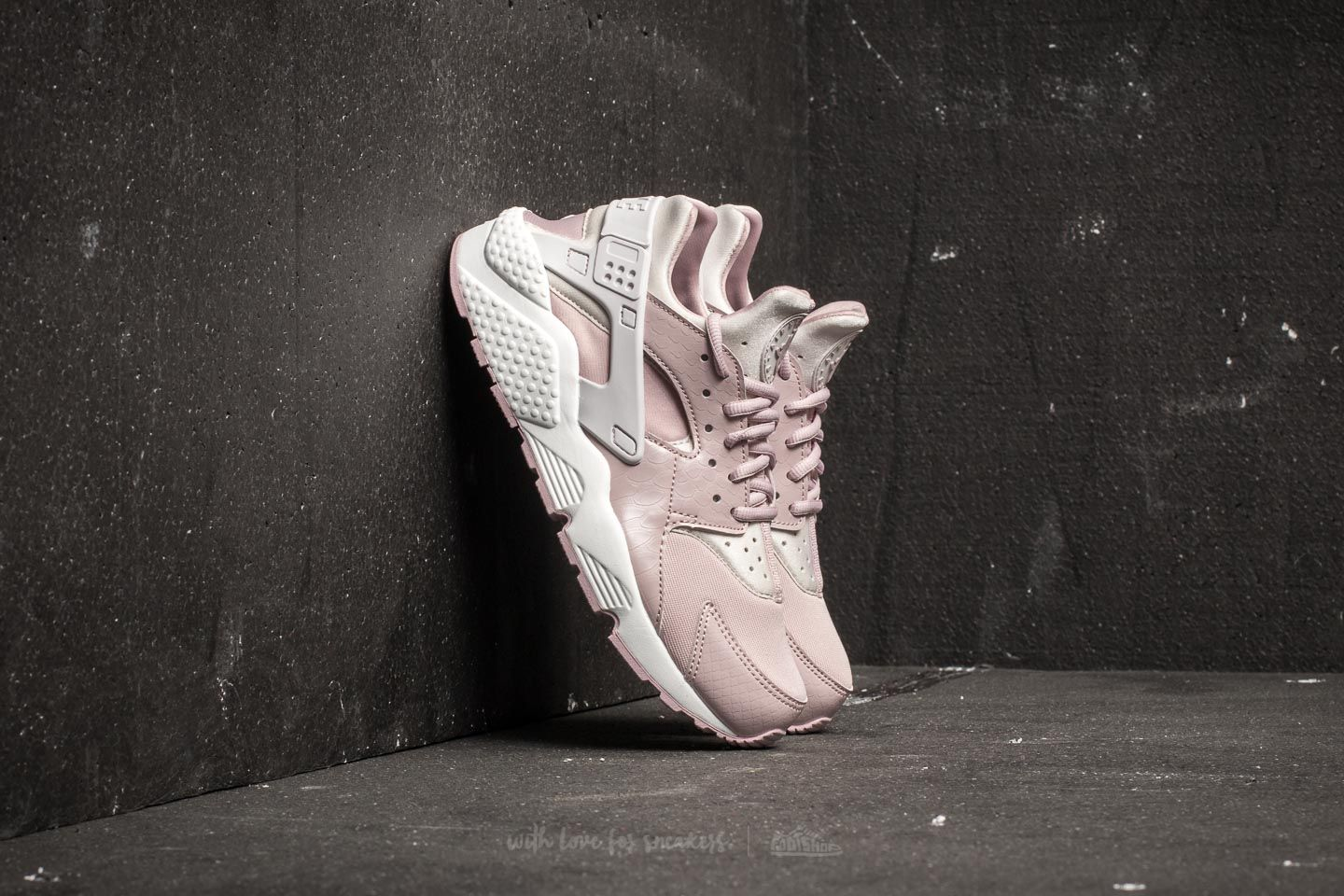 Nike Wmns Air Huarache Run Vast Grey Particle Rose | Footshop