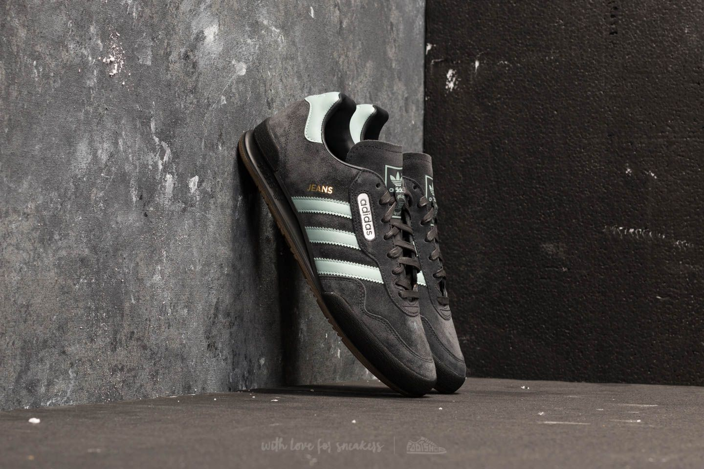6202c8727d8 adidas Jeans Super Carbon  Tactile Green  Core Black